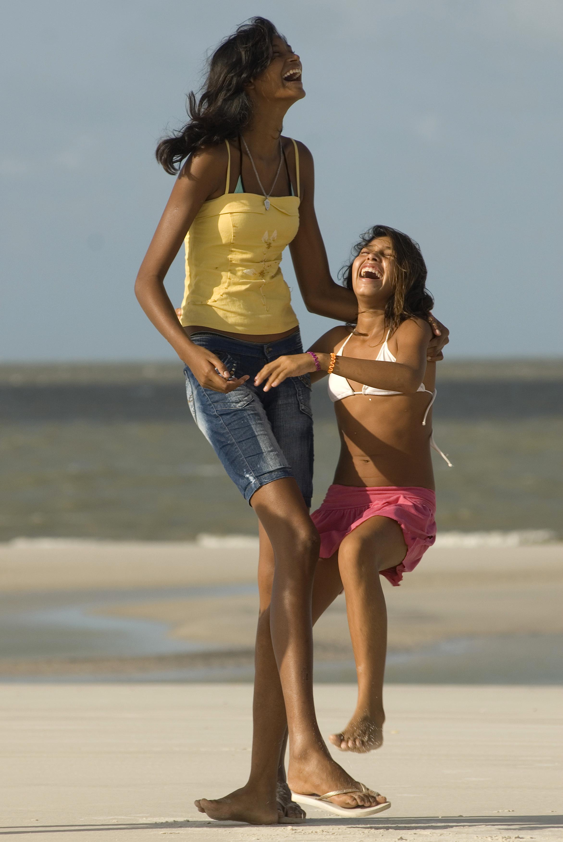 Маленькие девушки и их высокие парни фото