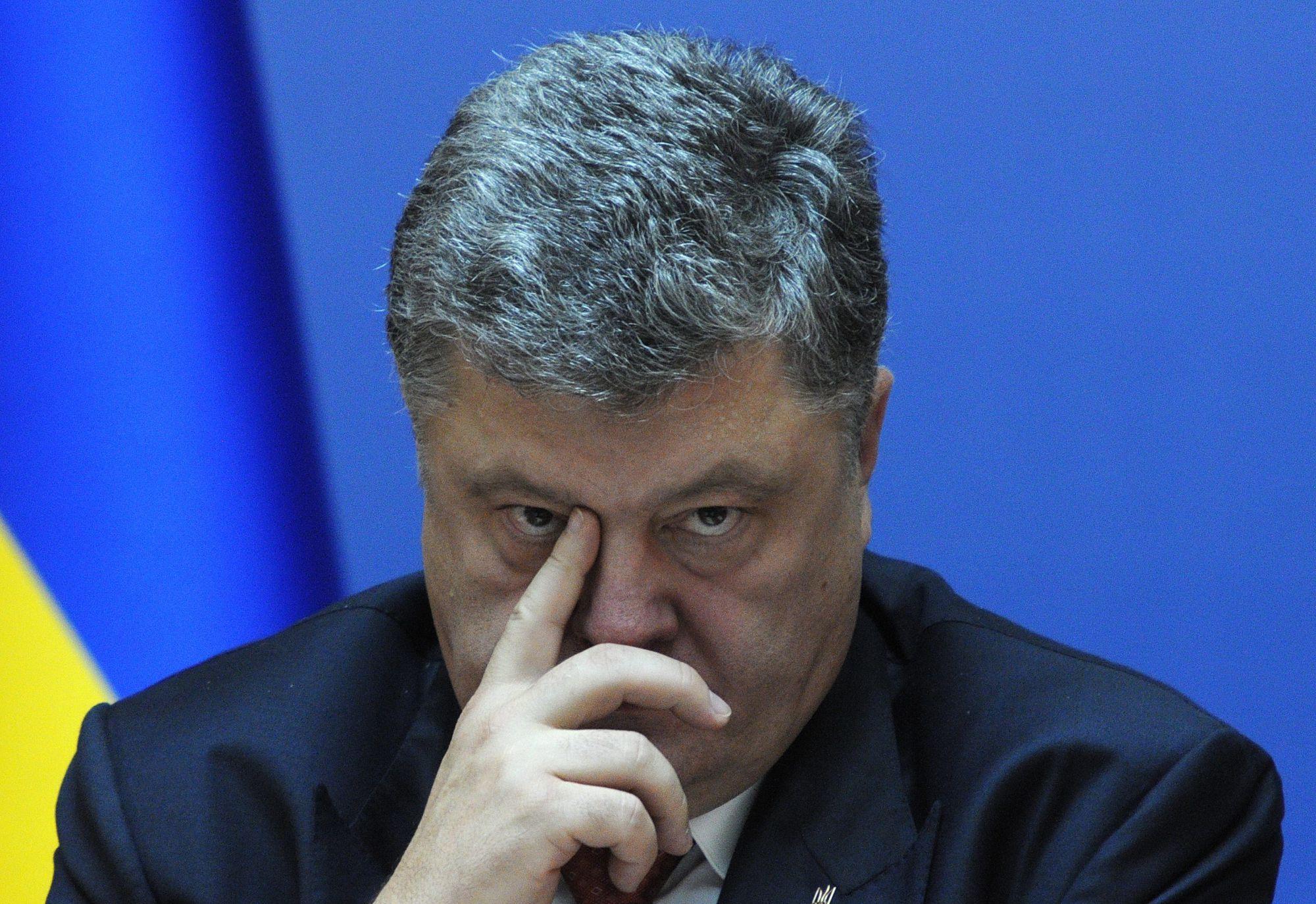 Порошенко установил возраст полового совершеннолетия для украинцев