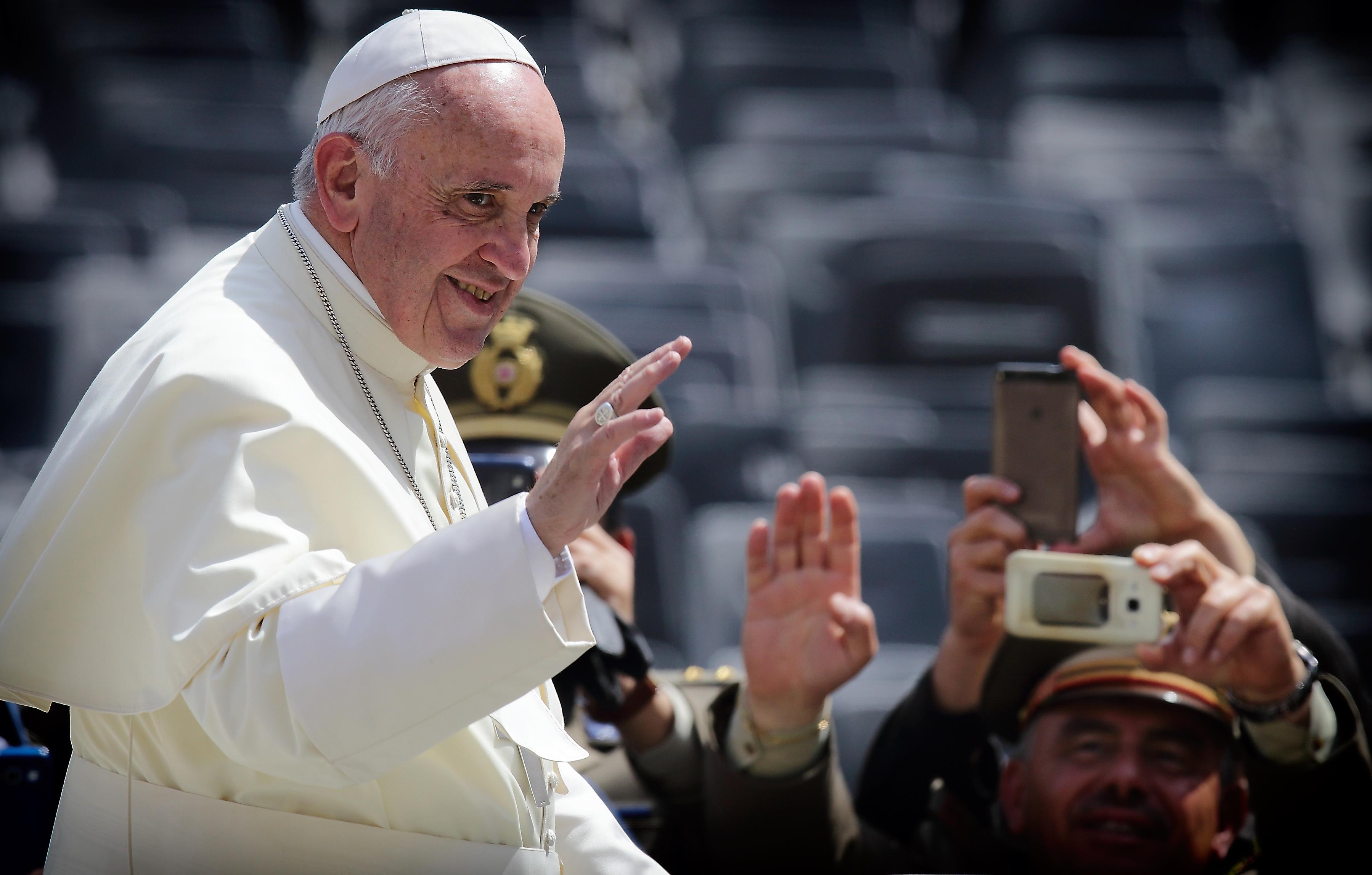 шуточное поздравление от папы римского крытый каток