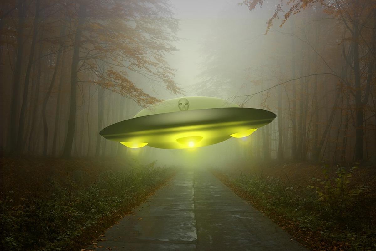 картинки пришельцев с тарелками проскочили мимо объектива