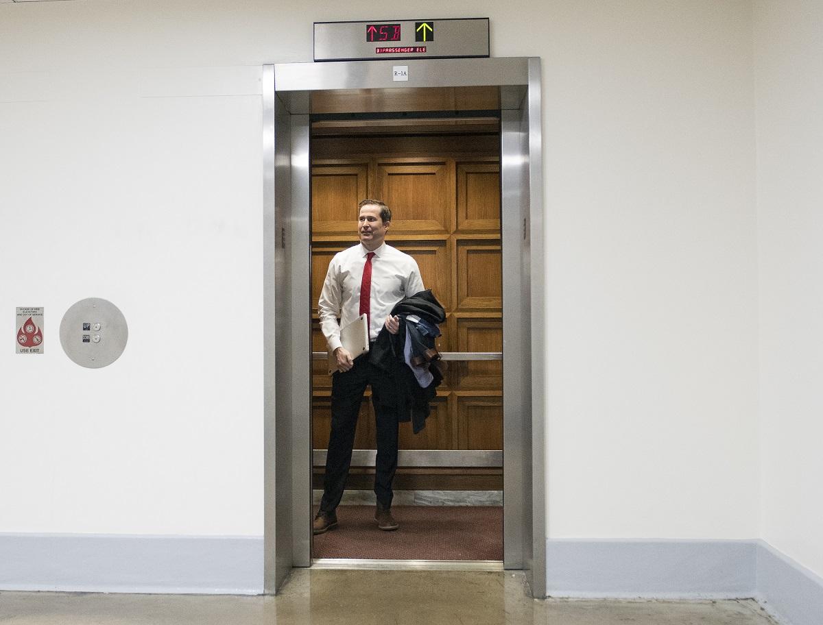 Трахнули зрелую в лифте, Трахнул зрелую в лифте Поебушки. Ком 3 фотография