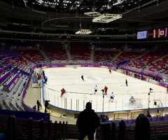 """Внутри стадиона """"Большой"""". На фото проходит тренировка, поэтому трибуны пусты."""