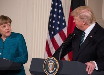 Трамп выставил Меркель счет за НАТО, а она его не признает