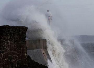"""В Австралии готовятся к мощному тропическому циклону """"Дебби"""""""