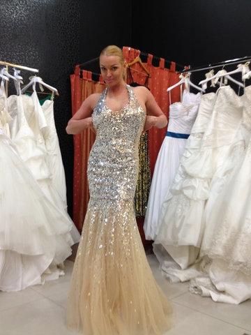 Балерина Анастасия Волочкова купила для себя подвенечное платье