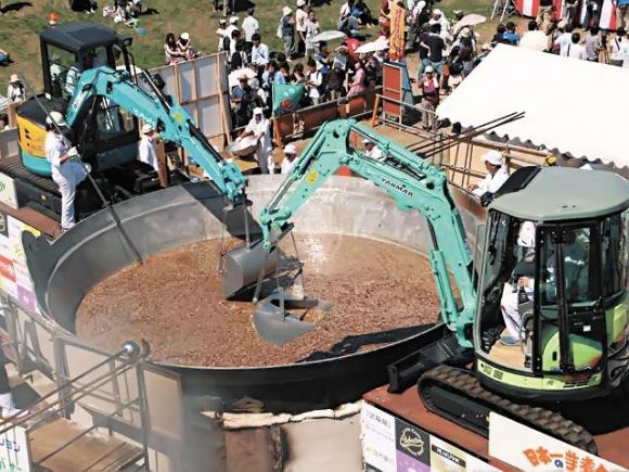 Японцев накормили супом два экскаватора