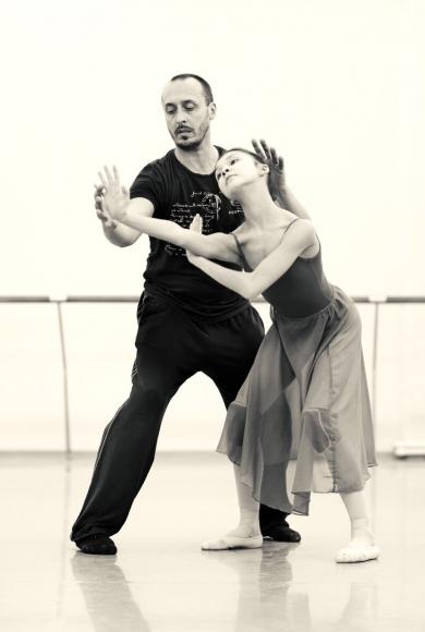 Член у танцора