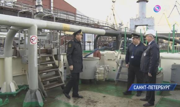 Новый ледокол для ВМФ России отправился на государственные испытания