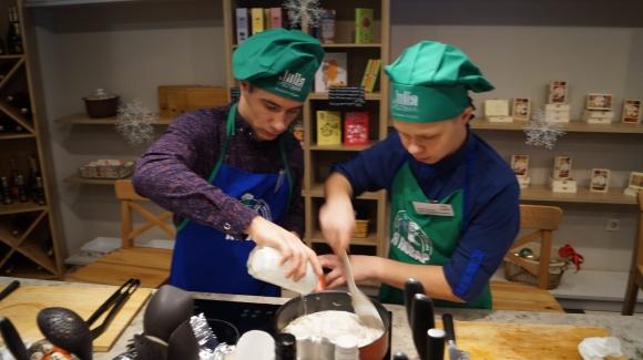 Ребята из детских домов устроили кулинарный поединок