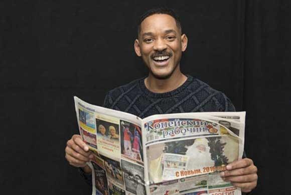 Голливудские звёзды сфотографировались сномером копейской газеты