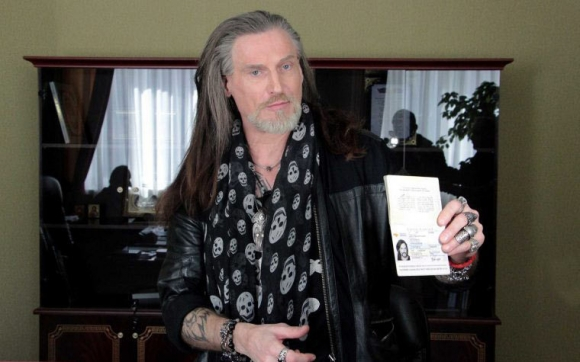 Никита Джигурда с паспортом ДНР