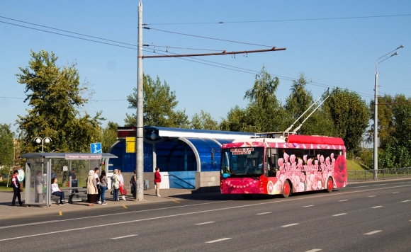 Розовый троллейбус