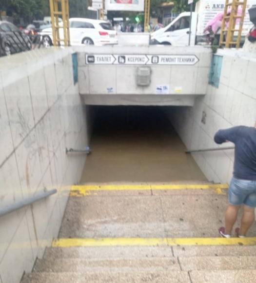 В Ялте проливные дожди,  улицы и  подземные переходы затоплены
