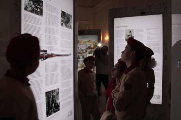 Юнармейцы написали «Тотальный диктант» в Государственном музее спорта