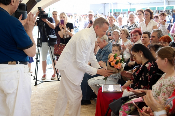 Дипломант Премии «На Благо Мира» представил книгу на «Красной площади»