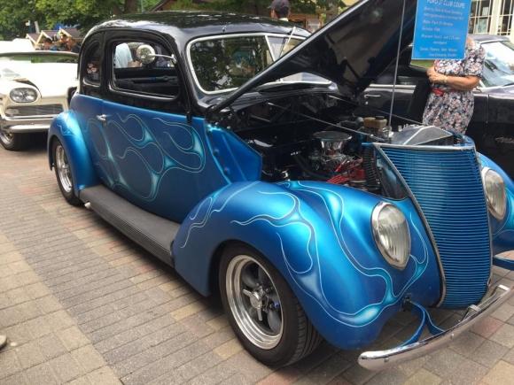 В Юрмале прошел ретро парад автомобилей из Швеции