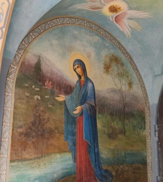 Пюхтица: зачем звезды идут в монастырь
