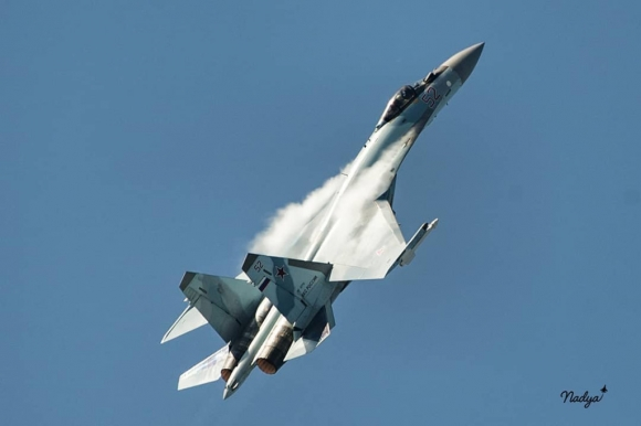Бой Еврофайтера против Су-35 - кто победит