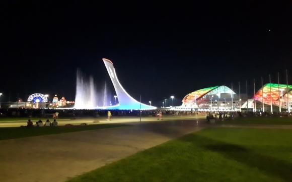 Олимпийский парк. Светомузыкальный 60-метровый фонтан. г. Адлер. 2020 г.
