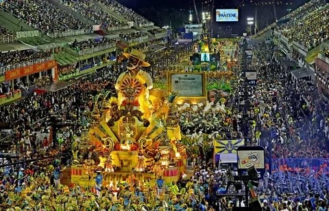 Даже карнавал перенесли. В Бразилии коронавирусная ситуация всё ещё остаётся серьёзной