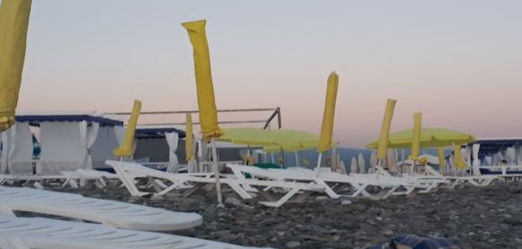 Пляж Имеретинской бухты в г. Адлере. 2020 г.