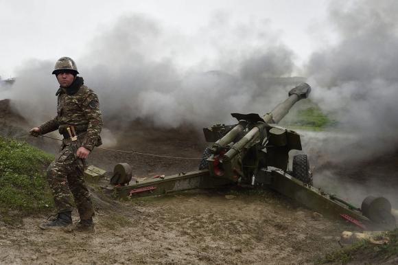 Армянам удалось сбить наступательный порыв противника, но и они изрядно потрепаны