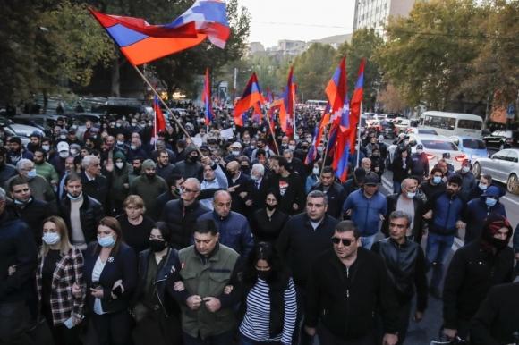 Трехстороннее соглашение о прекращении огня в Карабахе скорее победа для Москвы, чем неудача