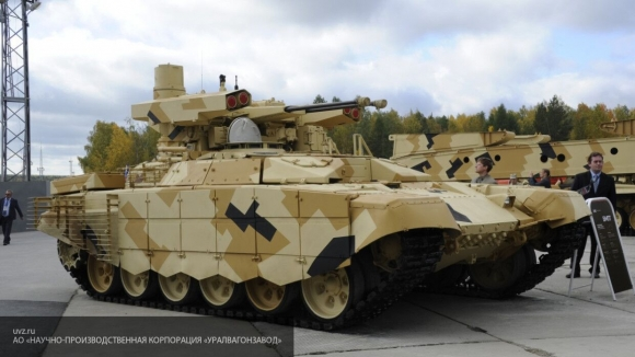 Мишустин осмотрел экспозицию бронетанковой техники на форуме «Армия-2020»