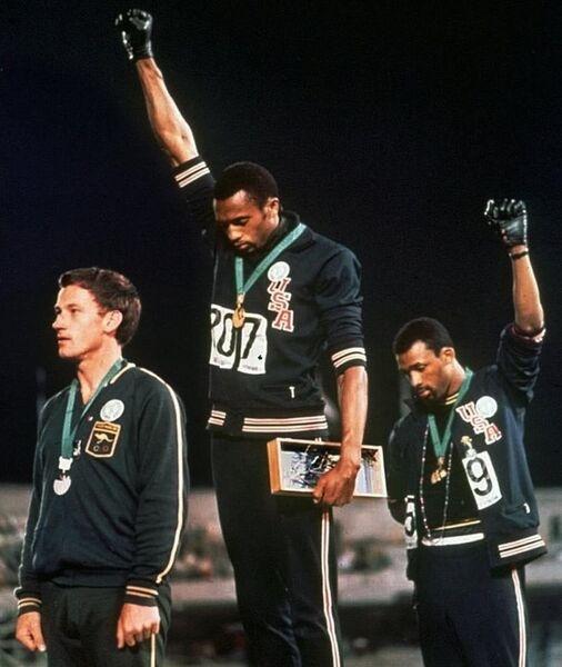 Как из-за акции, устроенной темнокожими спортсменами, пострадал «белый» спринтер