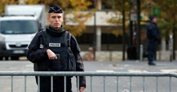 Французская блокада. Эммануэль Макрон объявил о введении общенационального карантина в республике