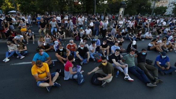 Протестами эпидемию не остановить: в Сербии уже почти 19 тысяч заболевших коронавирусом