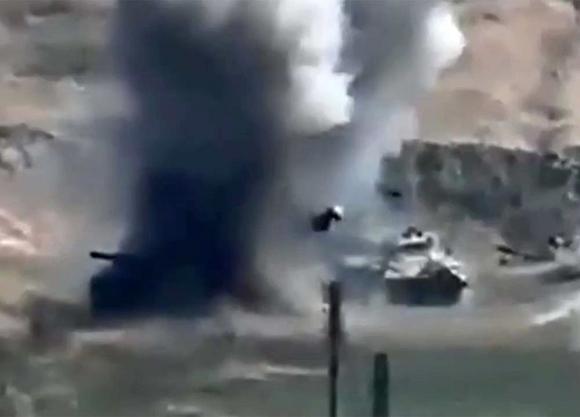 Азербайджанские войска взяли под огневой контроль дорогу, соединяющую Карабах с Арменией