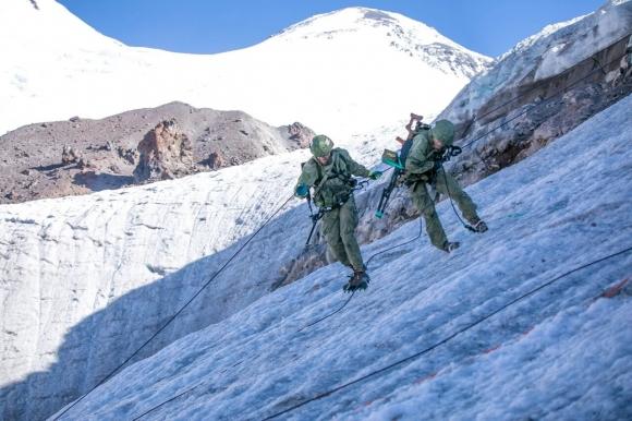 В Приэльбрусье горные подразделения завершили шестидневный 100-километровый марш вокруг Эльбруса