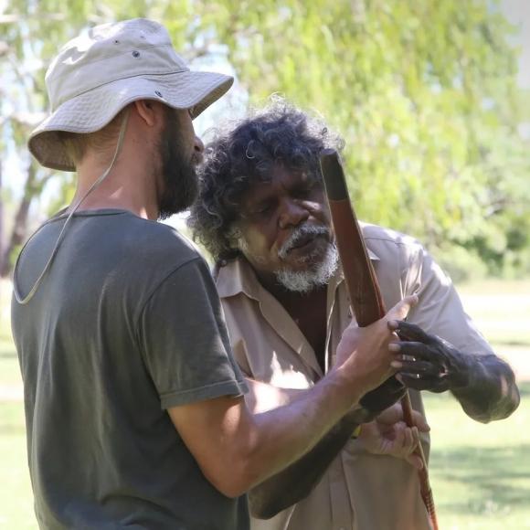 Урок по метанию копья. Долабон, Северная Австралия. Фото: личный архив