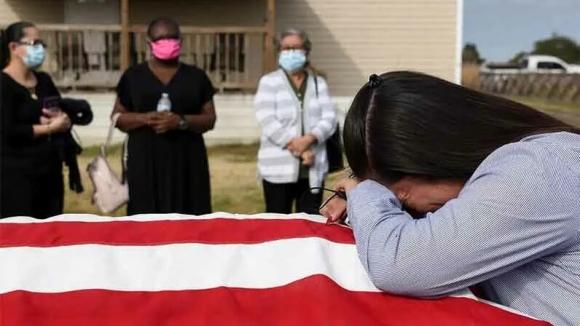 Даже больше смертей чем в мировые войны. В США объявили траур из-за жертв коронавируса