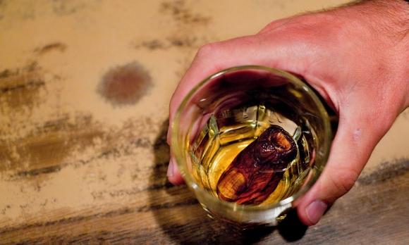 Самая мерзкая еда в мире: пенис быка, кровь с молоком и коктейль с человеческим пальцем