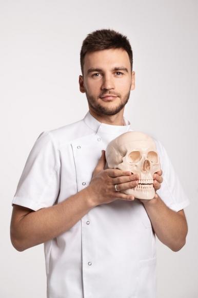 Алесь Улищенко - врач-остеопат, кандидат медицинских наук, главный врач  клиники остеопатии и фейспластики Clinic Dr.Ales
