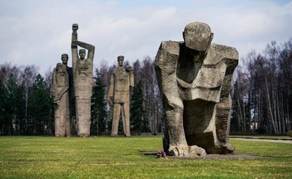 Латвия: в Саласпилсе отметили Международный день освобождения узников концлагерей