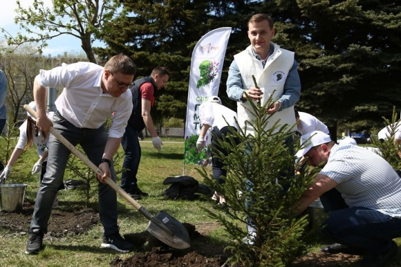 Алексей Текслер принял участие в акции «Сад Победы»