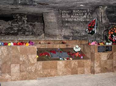 Фото Константина Игнатова; На фото: Современная Братская могила. Общий вид