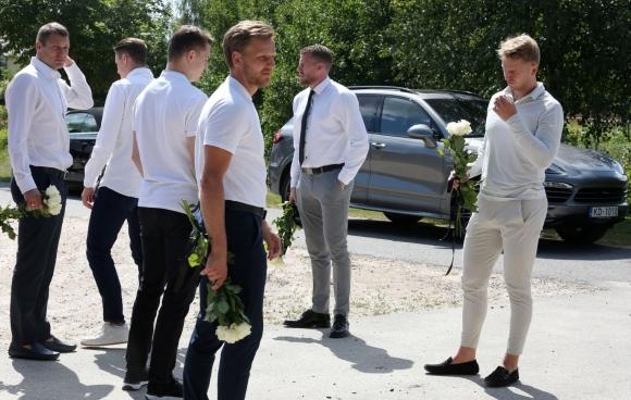 В Латвии простились с трагически погибшим голкипером по хоккею Матисом Кивлениексом