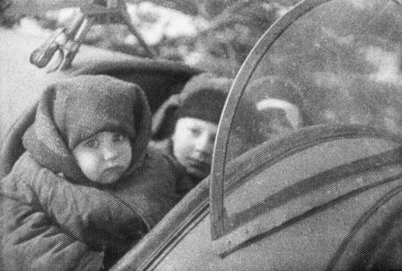 Сгорая заживо, лётчик Мамкин спасал детей от страшной участи – стать донорами фашистов