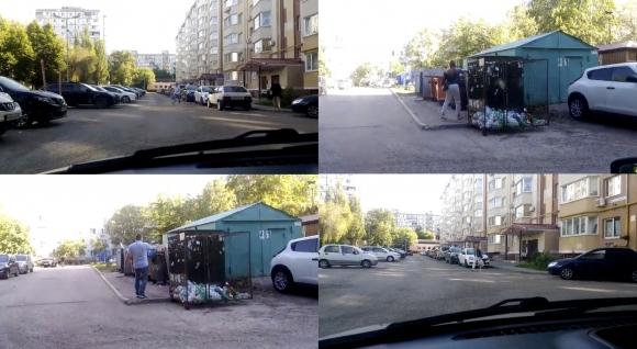 На видео видно, как жильцы ТСЖ Московское шоссе 298 относят свой мусор на площадку соседнего дома