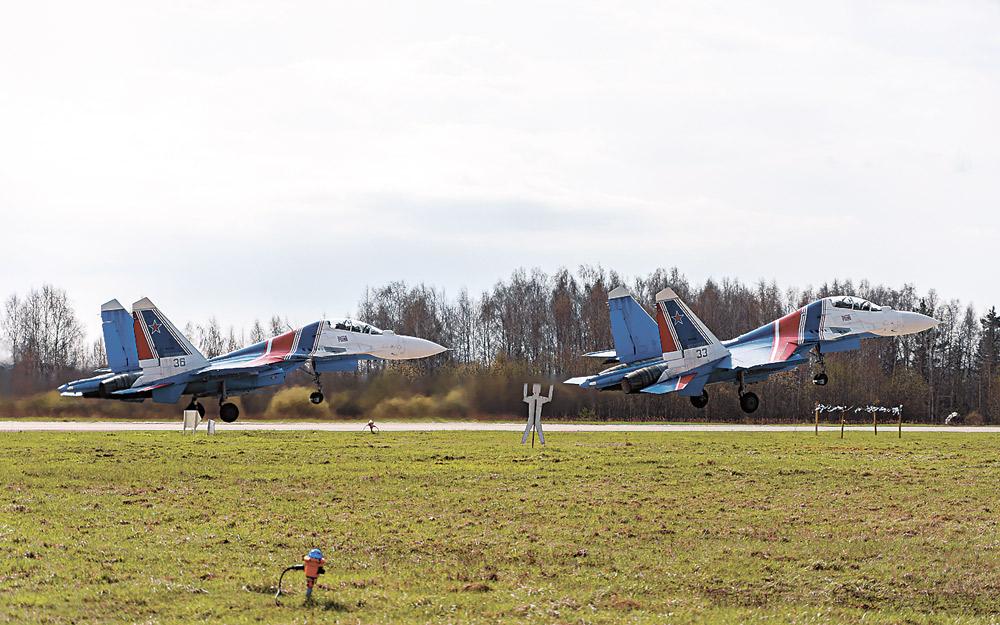 Над Москвой пролетит элита воздушно-космических сил России